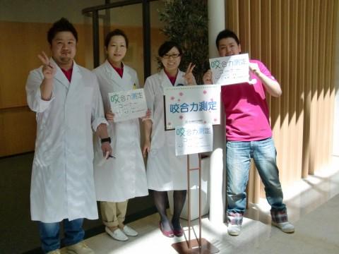 大学主催の「観桜会」の写真